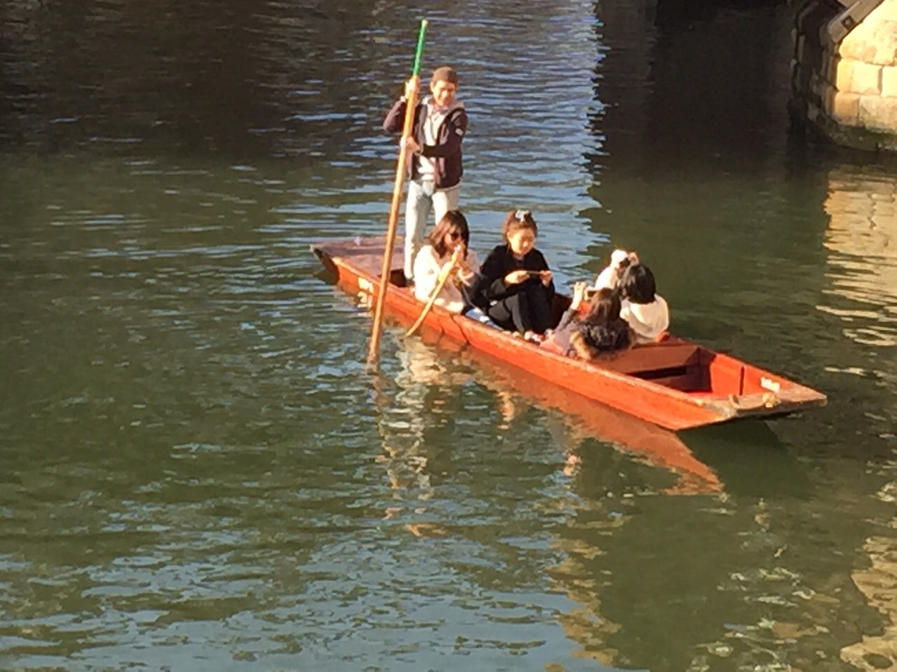 EC Cambridge students go Punting