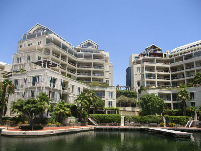 Cape Town offers luxury accommodation and beauty  in the city centre and close to EC Cape Town