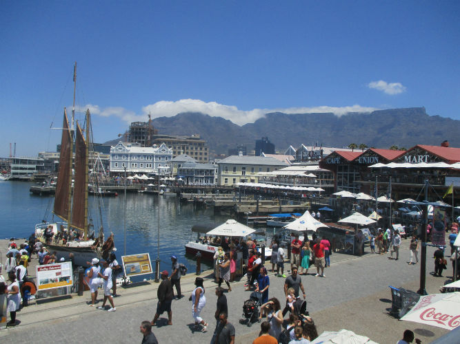 EC Cape Town is 5 minutes from the Waterfront and about 10 minutes from the nearest beach