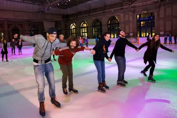 ESOL UK courses students enjoying ice skating