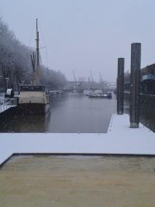 EC Bristol English School Students enjoy the snow