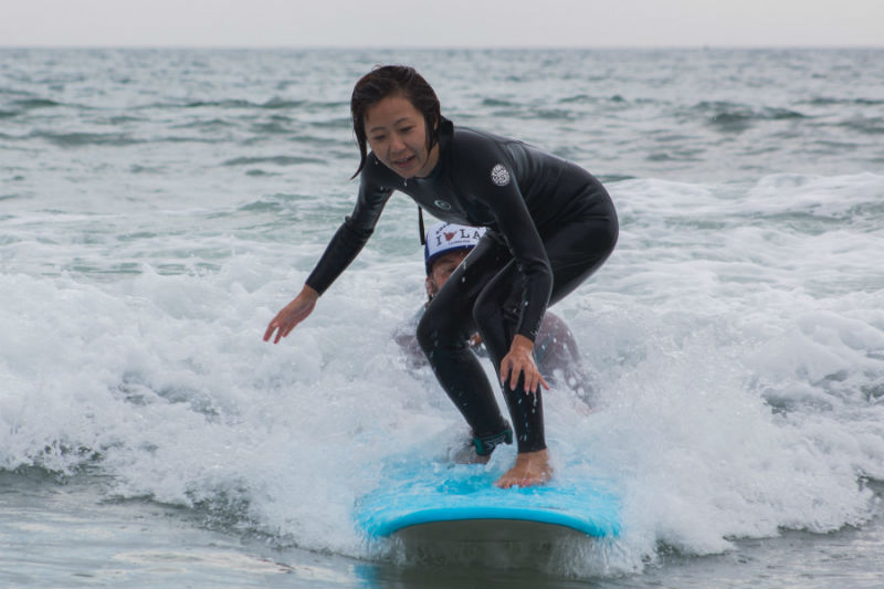 Ayako went surfing for the first time and stood up on the board!