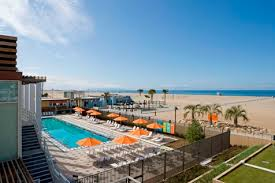 $1 entry fee on Mondays to the Annenberg Beach House