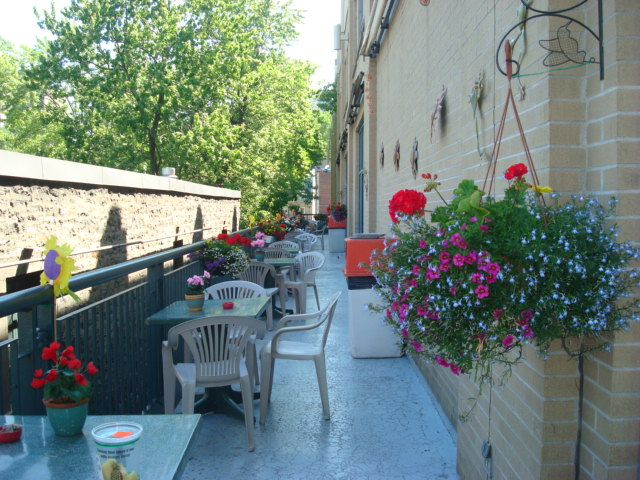 faubourg patio (1)