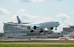Air_Canada_Boeing_777-333ER_YUL_2009 (1)