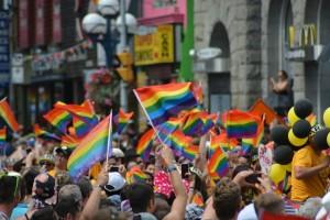 gay-1453594_1920-r50