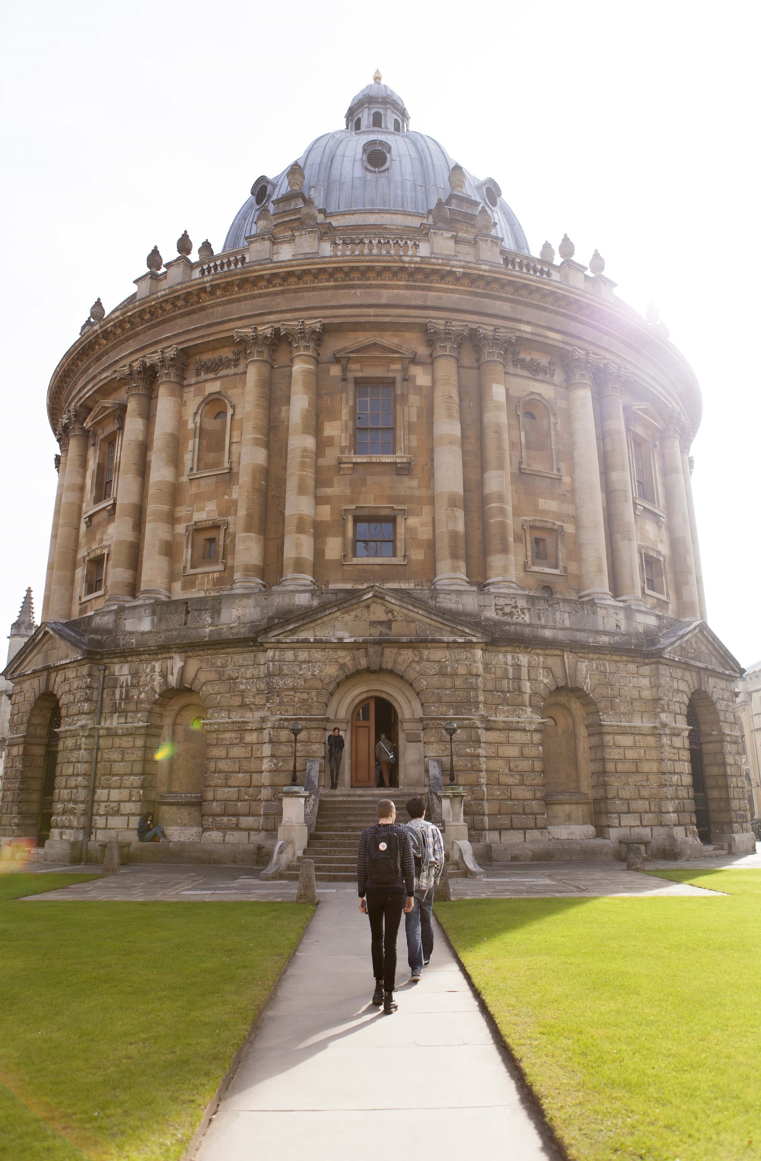 Students learning English in Oxford visit Radcliffe Camera