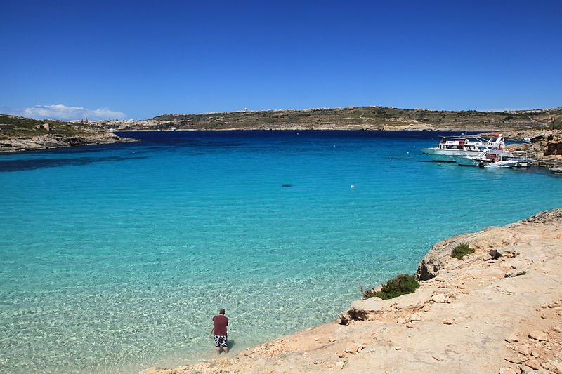 Malta_-_Ghajnsielem_-_Comino_-_Blue_Lagoon_(Comino)_02_ies
