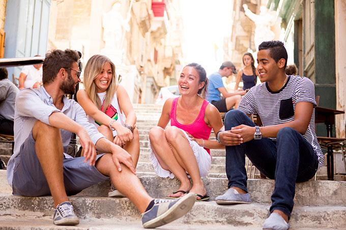 Студенты школы ЕС прекрасно проводят время, изучая английский язык на Мальте