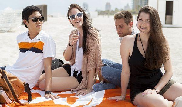 Study English in a beach town