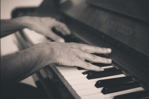 Learn speaking like playing a piano-focus on one thing at a time
