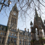 Studia l'inglese a Manchester