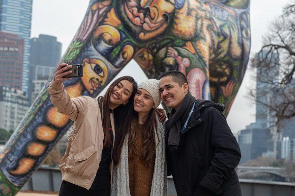 Fai un selfie con i tuoi amici