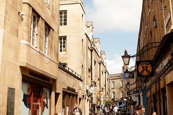 Esplora Cambridge e parla inglese