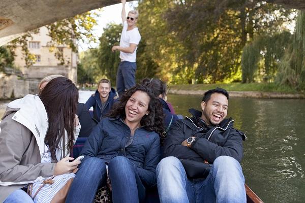 Partecipa alle attivita di EC English a Cambridge