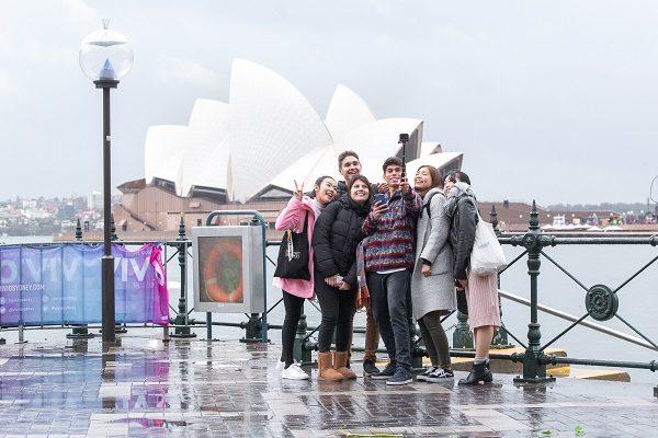 Amigos visitando la Ópera de Sídney