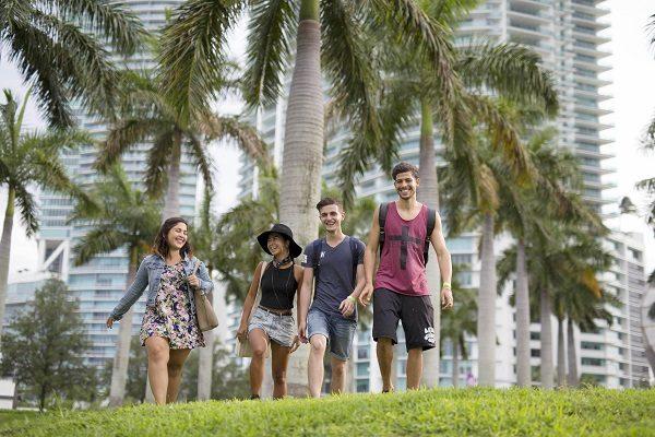 Alumnos Descubriendo La Ciudad
