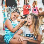 Alumna Con Locales En Ciudad Del Cabo
