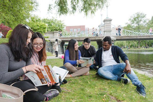 Estudiantes en el parque en Boston