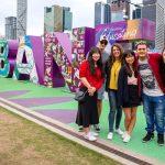 Estudiantes En El Letrero De Brisbane