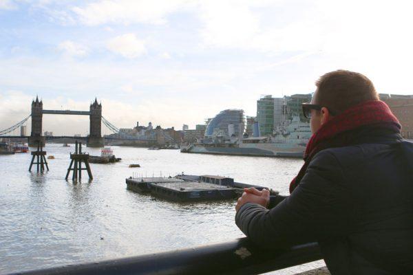 Conheça a história da Tower Bridge e treine sua compreensão em inglês