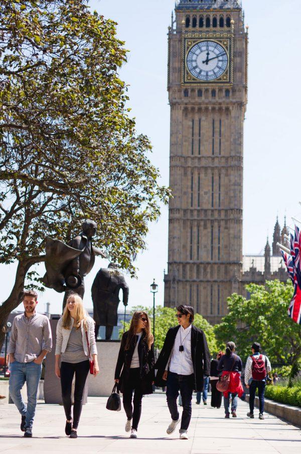 Visite o Big Ben nos intervalos de suas aulas de inglês e ajuste seu relógio